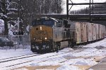 CSX 3351 on Q140 juice train.